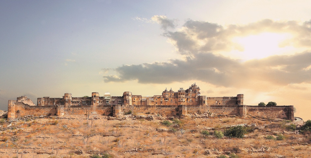 Sardargarh (Rajasthan) India  City new picture : Sardargarh Fort, Rajsamand, Rajasthan ~ Popular Temples of India