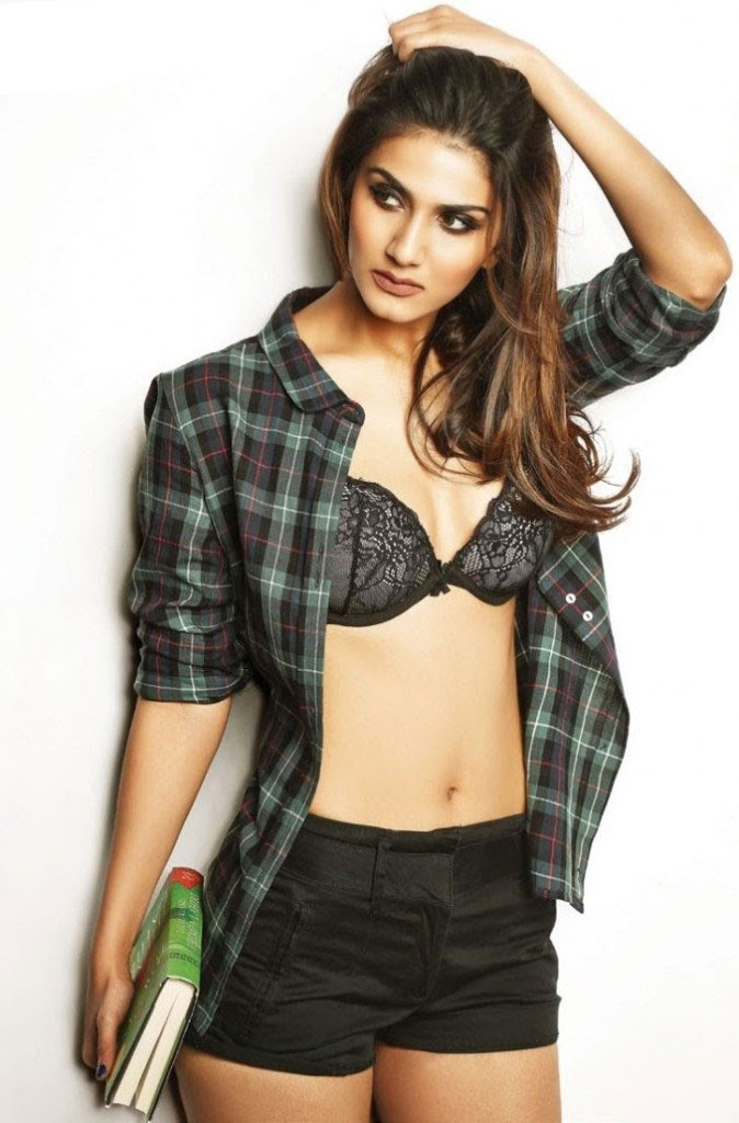 Vaani-Kapoor-in-black-bra-open-shirt-showing-cleavage