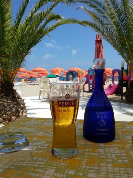 birra Peroni e acqua 5 stelle