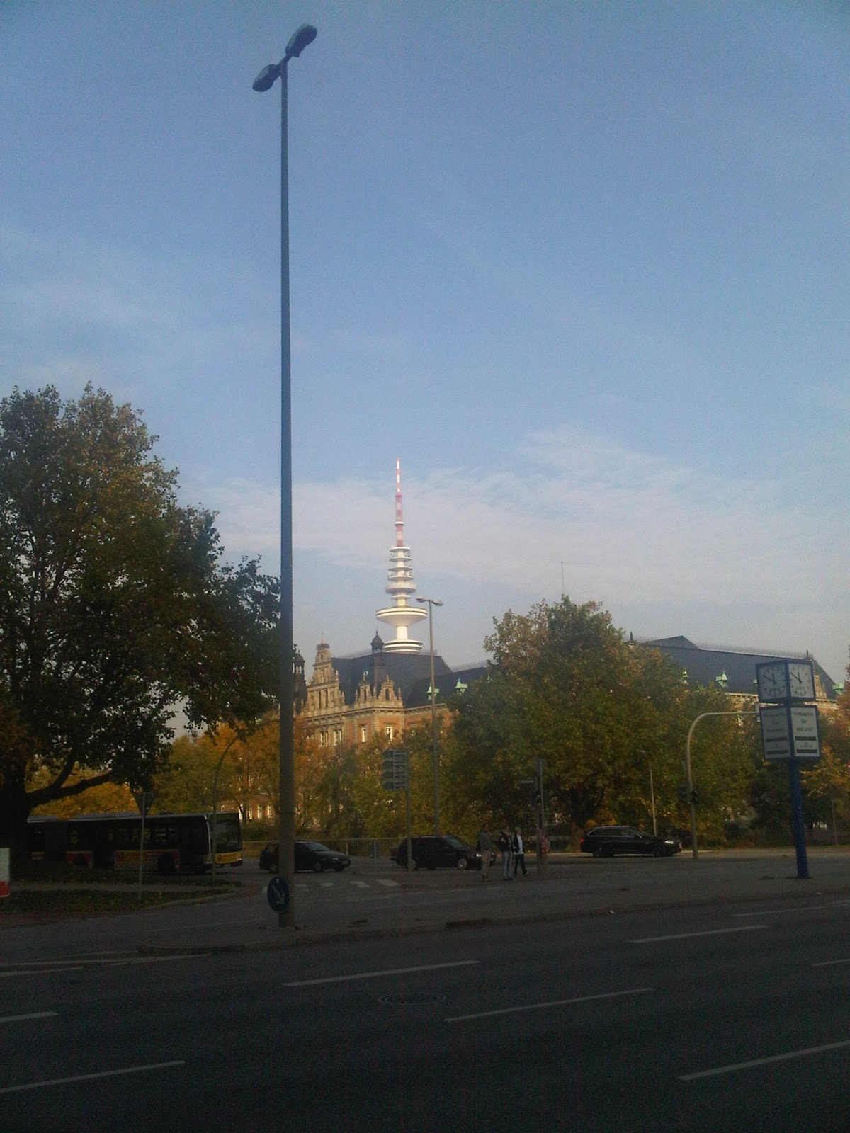 Holstenwall Höhe Brahms-Kontor - Blick auf die U-Haft und Fernsehturm