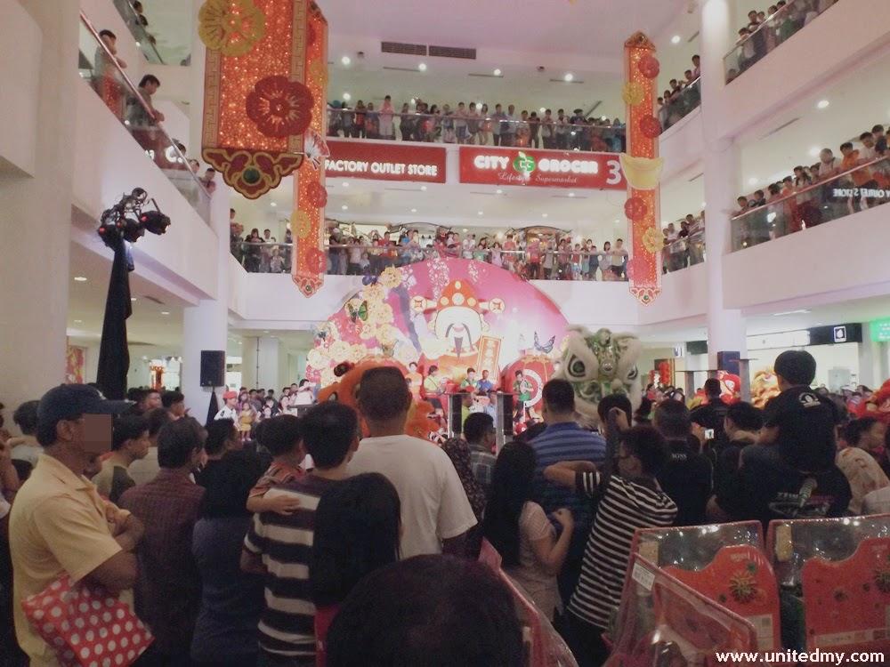 Dragon Dance Suria Sabah 2015