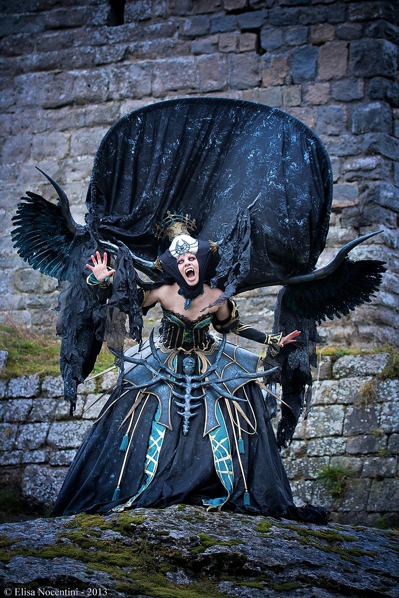 impressionnant cosplay de demone inspirée par le jeu linéage