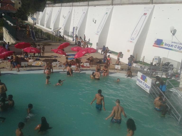 Piscina e Parque infantil