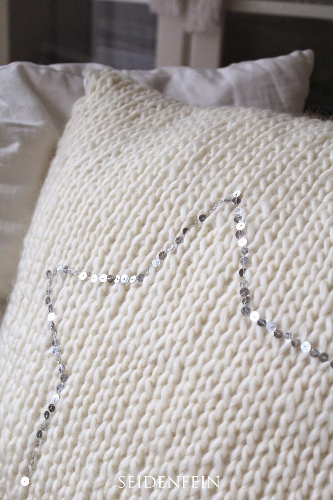 seidenfeins dekoblog 17 schnell gestrickt kissen mit pailletten fast knitting cushion with. Black Bedroom Furniture Sets. Home Design Ideas