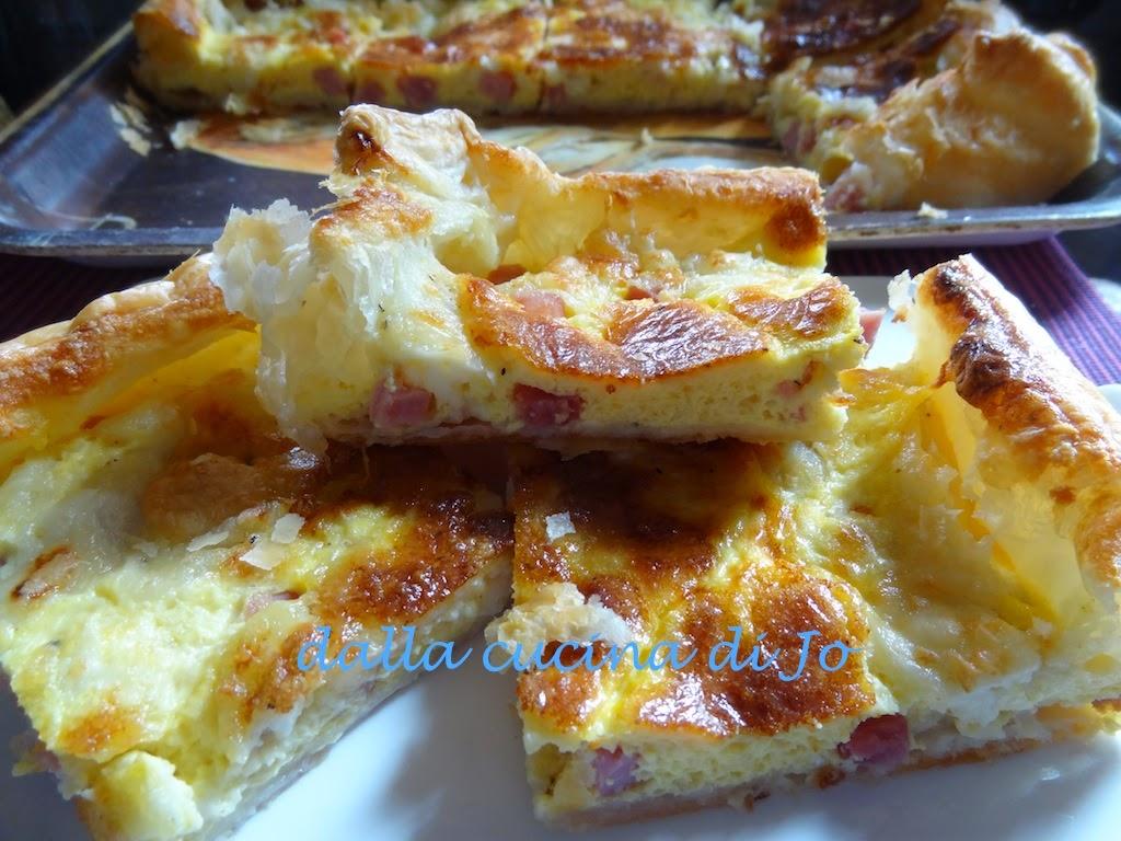 torta salata con cotto e treccia di mozzarella