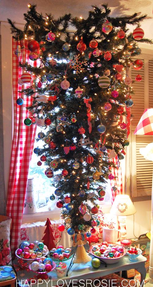 Happy 39 S Christmas Decorations Happy Loves Rosie