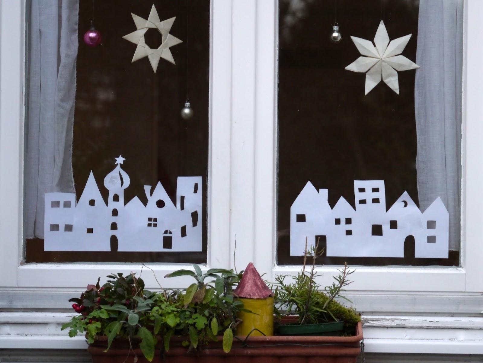 kreacaro 6 t rchen weihnachtliche fensterbilder. Black Bedroom Furniture Sets. Home Design Ideas