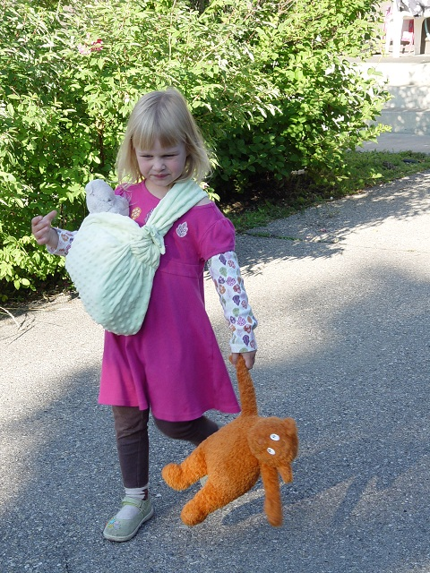 THE SEWING DORK: Tutorial: Make a Child-Sized Doll Sling (and a Wee ...