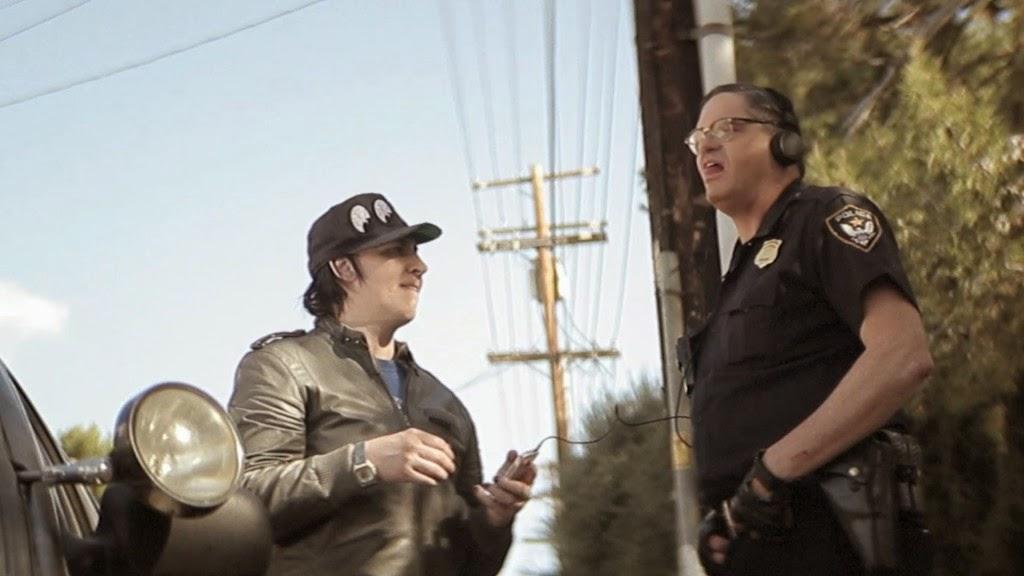 Fízlové, hajzlové (Wrong Cops) – Recenze