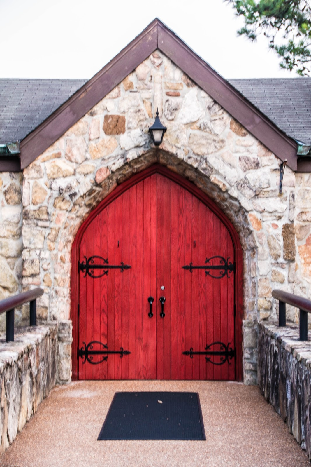 photo doors mls ln pointe hixson listing caor tn chattanooga property cove garage door sabrena