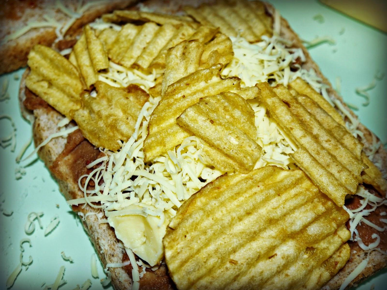sandwich, cheese, crisps