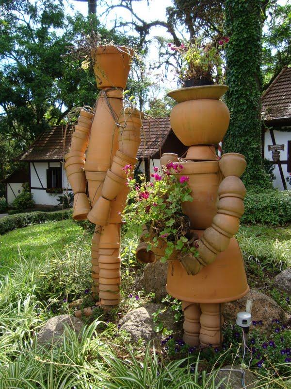 decoracao de jardim gramadoarranjo de jardim feito com vasos de barro