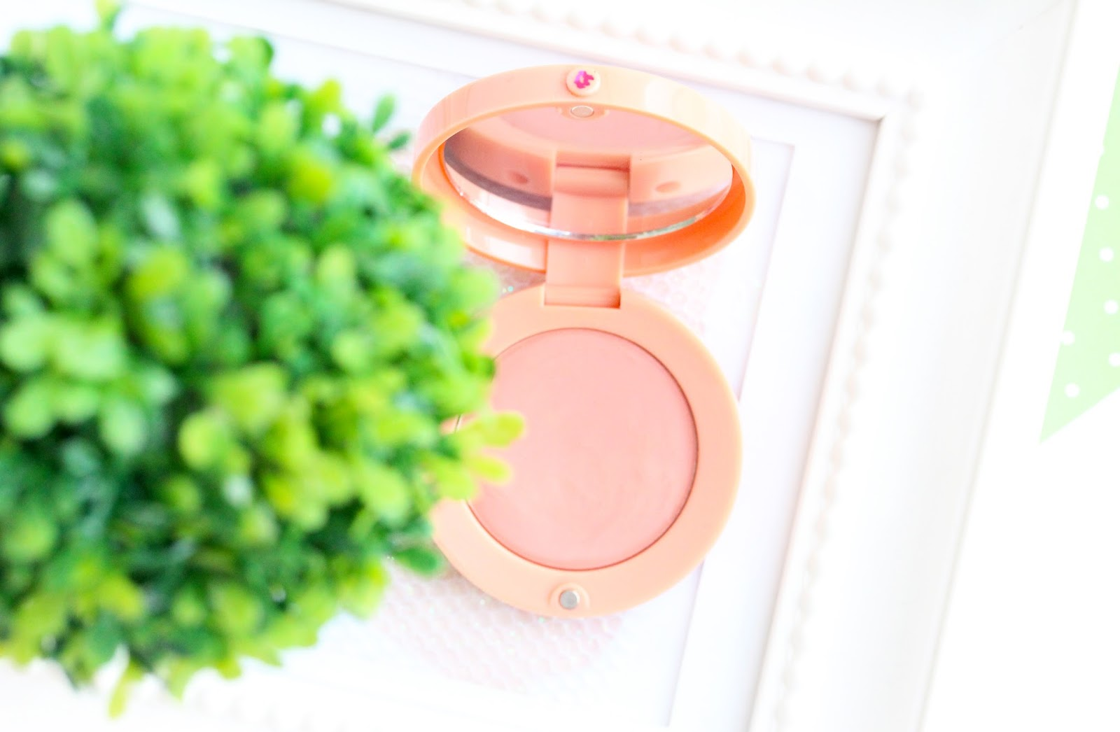 bourgeois cream blush in 01 nude velvet