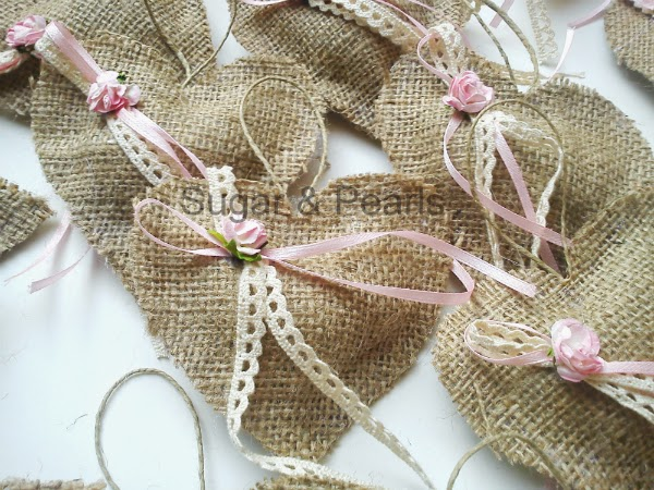Μαξιλαράκι με πεταλούδες και καρδιές από λινάτσα για την βάπτιση της Αμαλίας