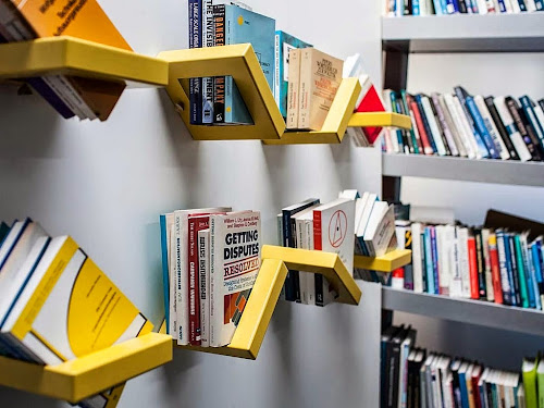 "Simple ""360 Shelf"" Design by Luka Pirnat"