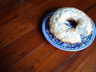 http://www.tartsandcrafts.ca/2012/02/i-love-lemon-poppy-seed-cake.html
