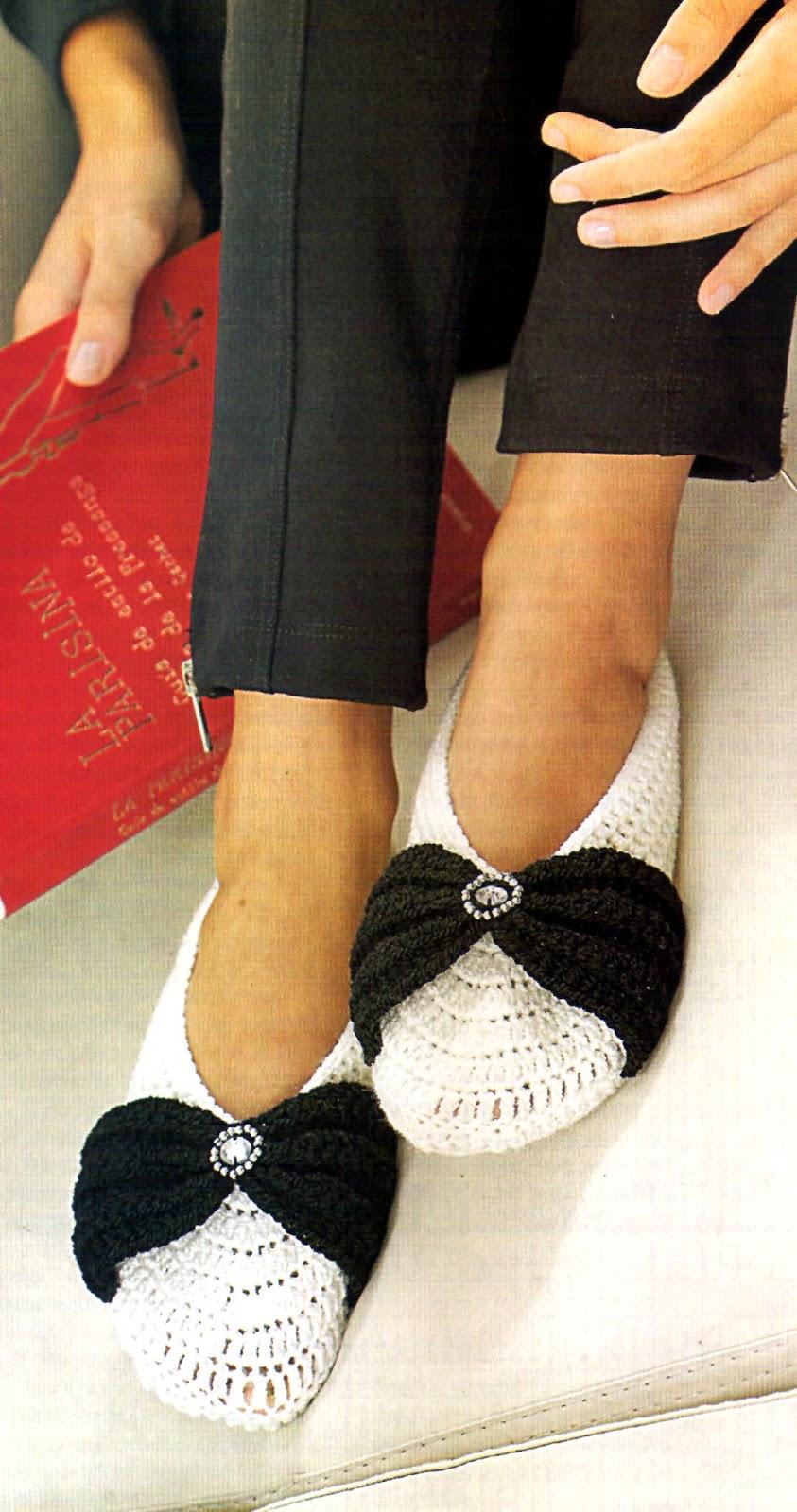 zapato tejido en crohet con moño