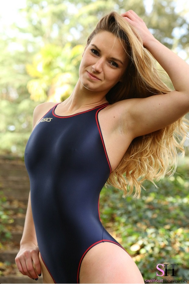 hot babes in too tight swim suit
