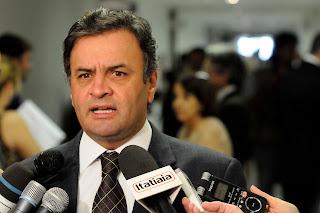 Senador Aécio Neves, líder da oposição no Brasil discursa contra a falta de gestão eficiente no Brasil