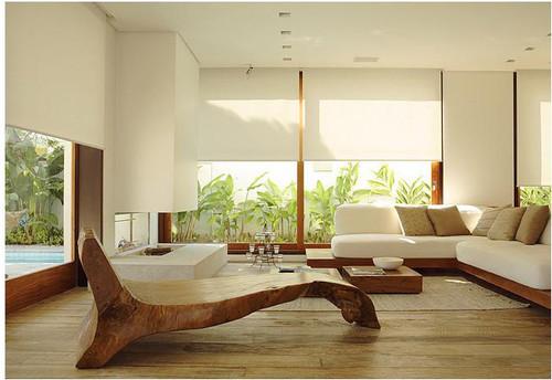 decoracao branca sala : decoracao branca sala:Sala ampla, com janelas que dão vista para o jardim lateral e a