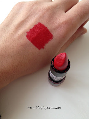 Farmasi True Color 10 Red Extream Ruj swatch