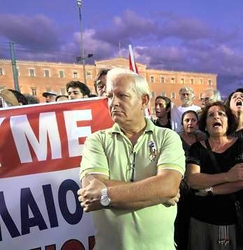 http://3.bp.blogspot.com/-7ehU1X6H1cs/TyVSv1Ja6hI/AAAAAAAABvA/ty_KJizKOu4/s400/Grece.manifestation.jpg