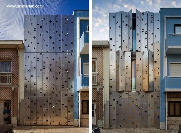 Fachada de casa urbana con metal pulido y calado en Portugal