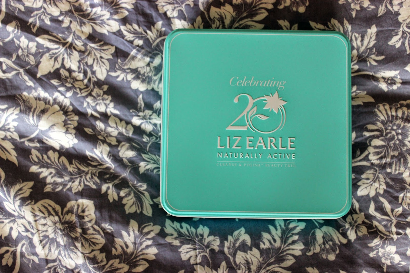Picture of Liz Earle Cleanse & Polish Beauty Trio Tin