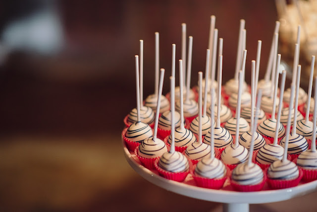 Minnesota Barn Wedding Cake Lollipops
