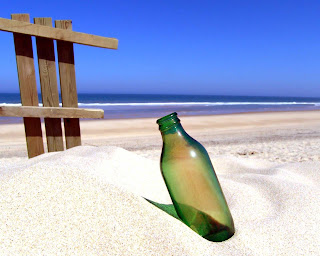 قصة قصيرة أولوياتك أهم funny_wallpapers_creative_wallpaper_the_bottle_on_the_sand_013726_1.jpg