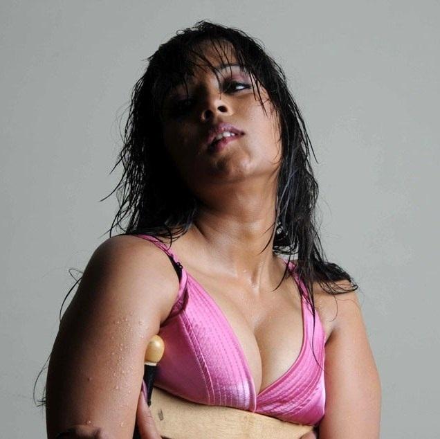 OMG - Starlet Swati Gone Raunchy in Lingerie