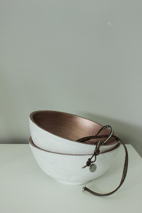 skål i vitt och koppar, använda kopparspray, diy projekt, inredningsdetaljer i vitt och koppar