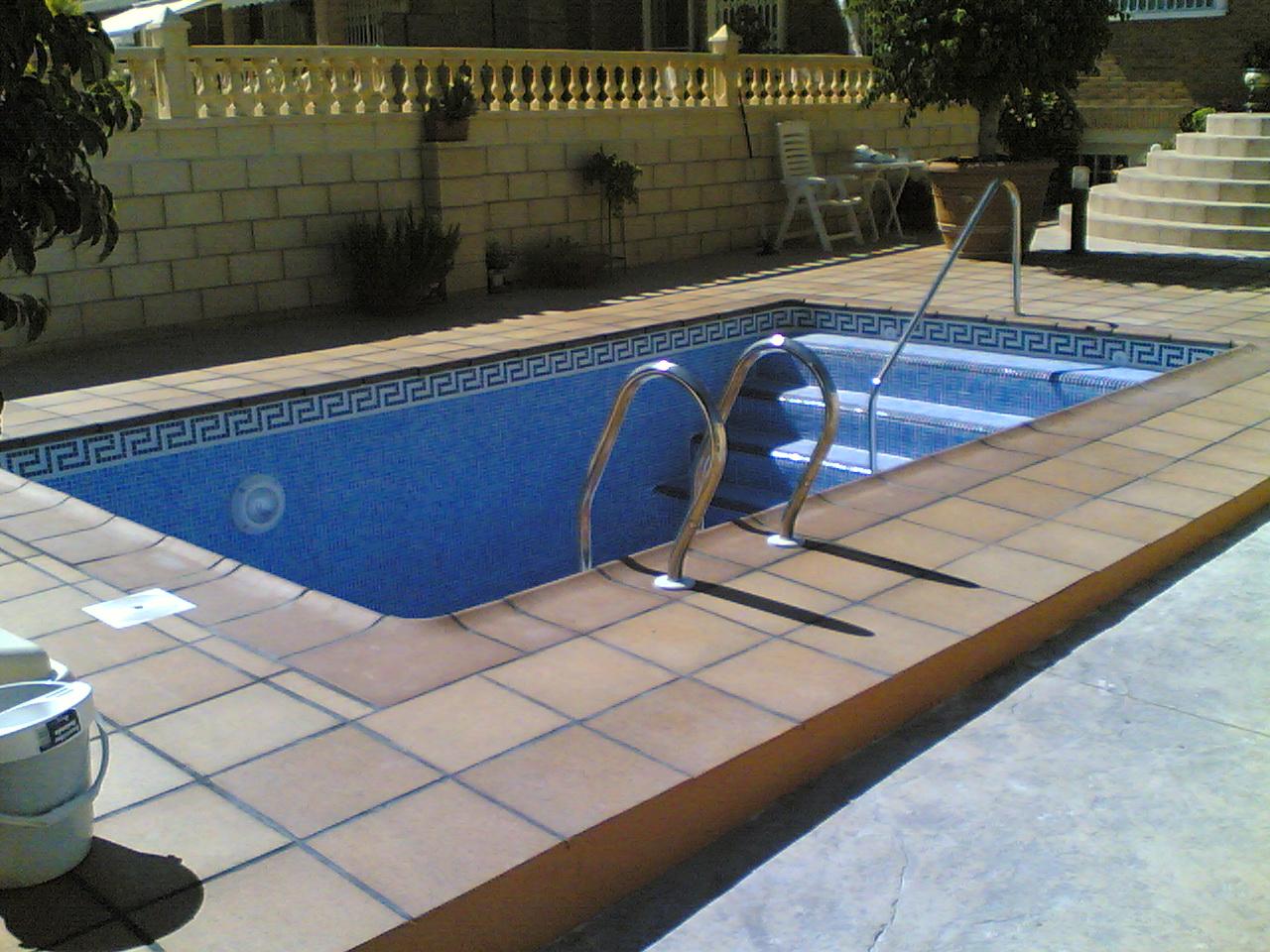 Habitania construcciones y reformas proyectos singulares for Gres de breda para piscinas