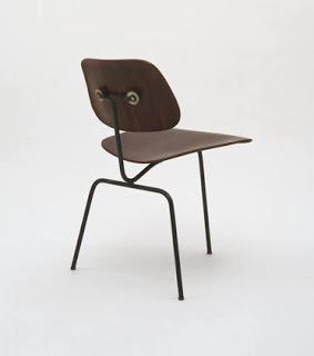 Decoraxpoco sillas que desafian la gravedad - Silla charles eames ...