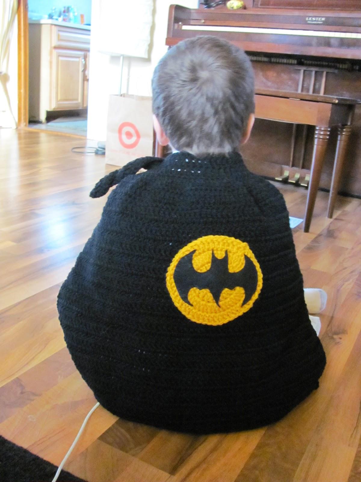 Laura michels crazy crochet lady batman cape dt1010fo