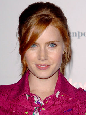 With side-swept pieces in front and volume on top, Amy Adams pulls her strands into a pretty pony in back.