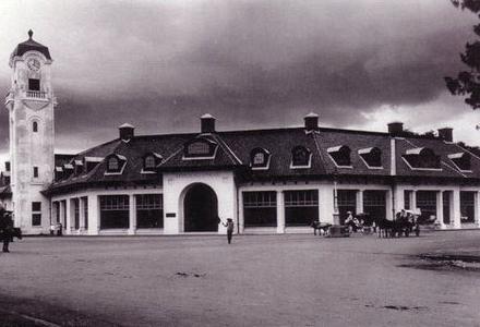 Gedung Lindeteves Stokvis 1913 Jl. Pahlawan.