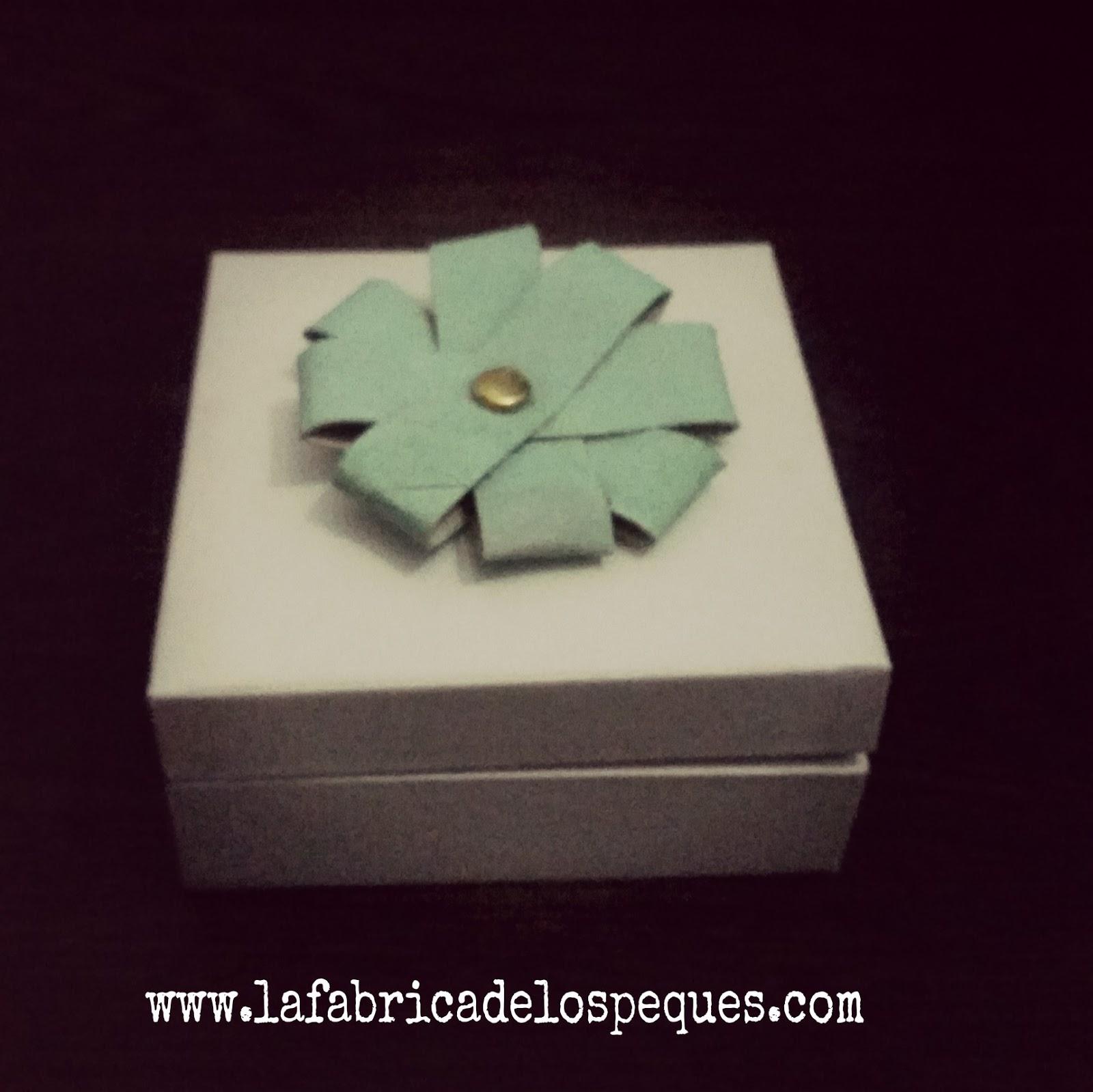 Weekend DIY: Flores de cartón sencillísimas - Princess & Owl Stories