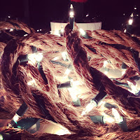 Ausgefallene Weihnachtsbeleuchtung aus Seil selbstgemacht