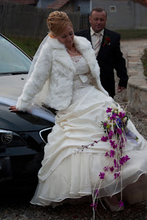 Fotografie nunta mireasa pe capota