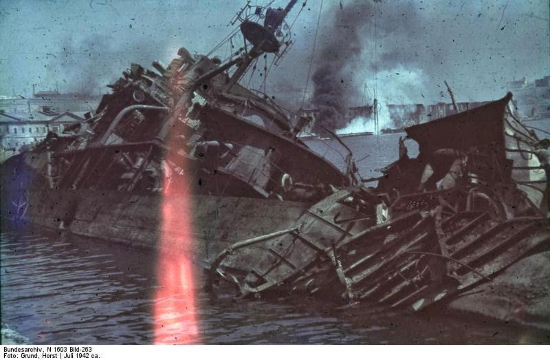 Затонувший корабль в Севастополе