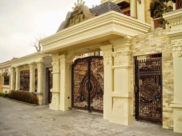 Cổng lâu đài nhôm đúc theo phong cách châu Âu, vẻ đẹp không thể chối từ.