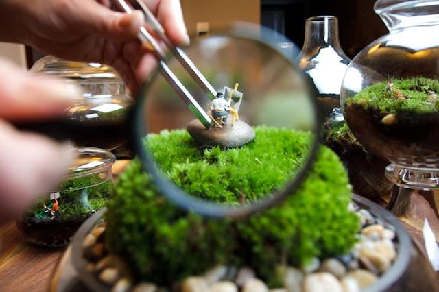Garten im Glas - witzig mit Eisenbahn-Modell-Figuren