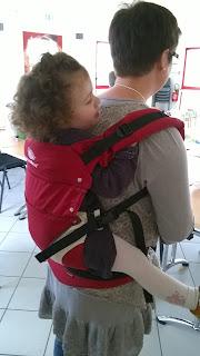 RAM Relais assistantes maternelles activités enfant peinture marbrée manduca portage test essayage préformé