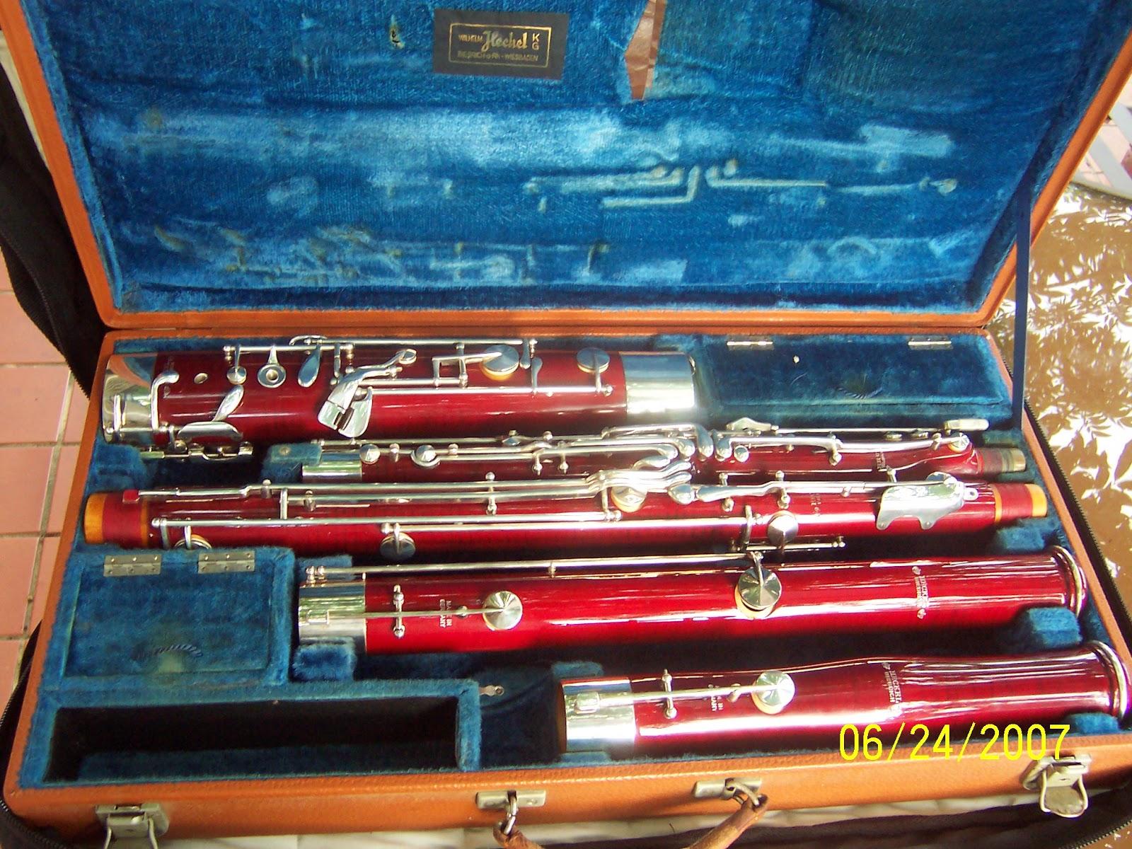 http://www.heckelbassoons.info/images/bassoons/12262/incase.jpg