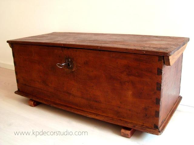 Mesa de centro original. Comprar baúl antiguo y arcones de madera para decorar recibidor o salón