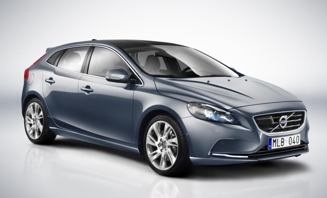 Volvo V40 front side view