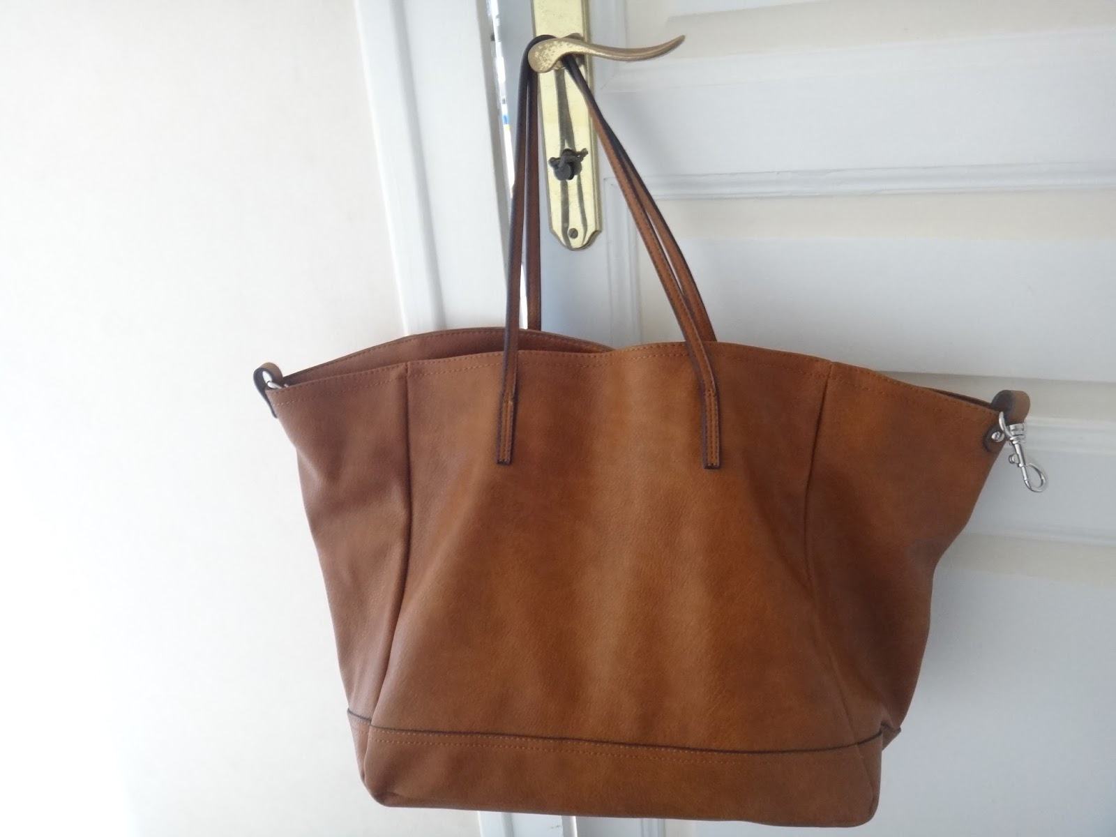 sac a main assez grand pour les cours tobias marion blog. Black Bedroom Furniture Sets. Home Design Ideas