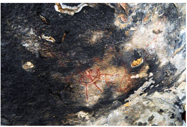 10,000 Year Old Rock Paintings Depicting Aliens and UFOs Found in India