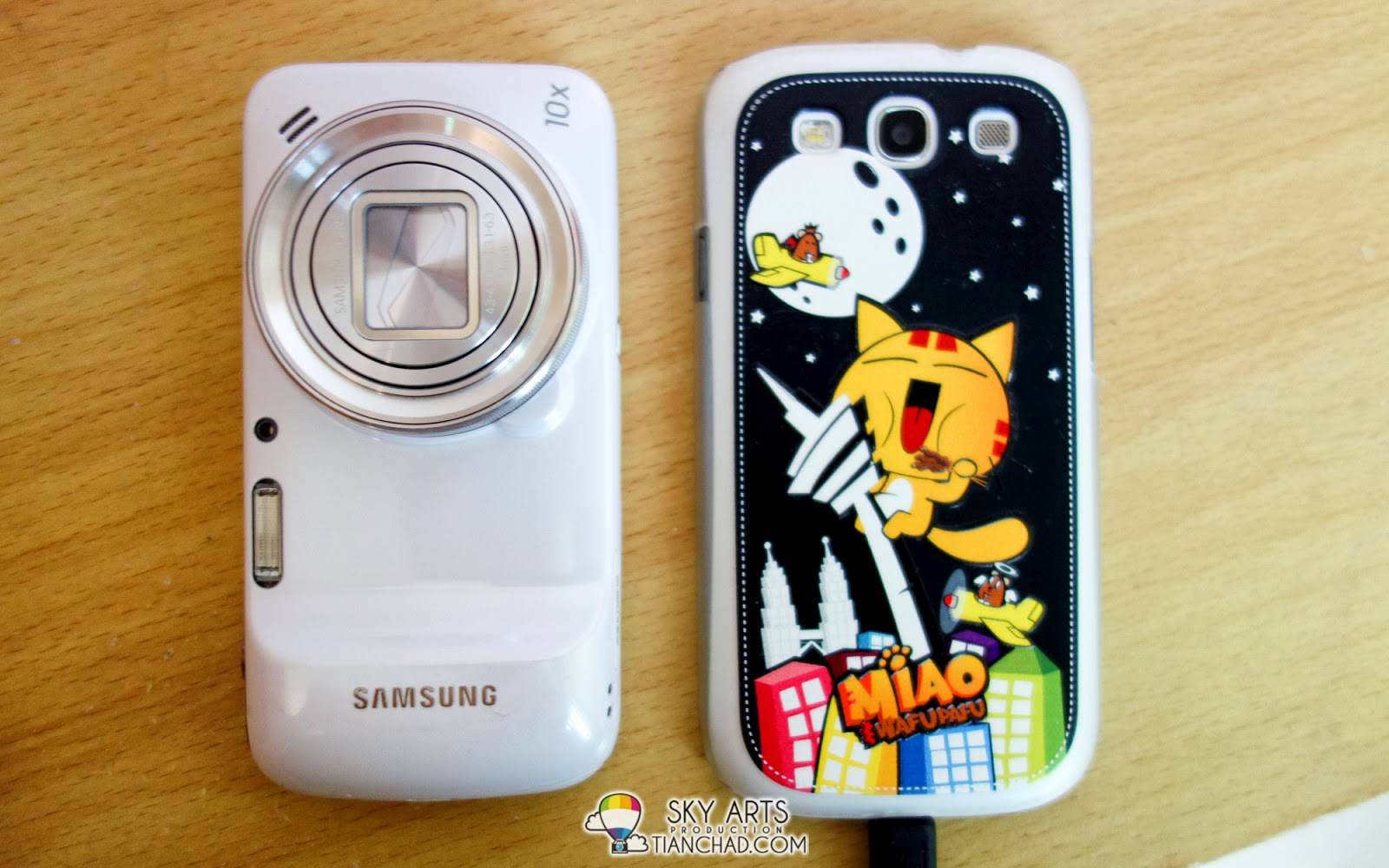 Back view of Samsung GALAXY S4 Zoom vs GALAXY S3
